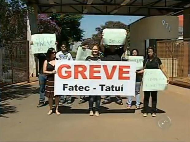 jardim vertical tatui:Funcionários do setor administrativo da Fatec de Tatuí estão em