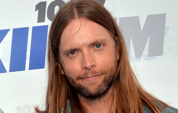 O guitarrista do Maroon 5, James Valentine, diz que viu gente andando pela antiga casa de campo do ilusionista Harry Houdini (1874-1926) em Los Angeles, quando a visitou em 2008. (Foto: Getty Images)
