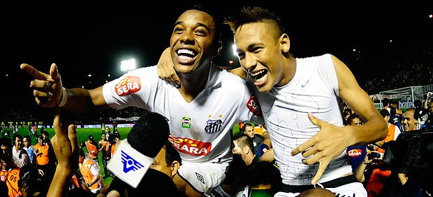 Robinho Neymar comemora&#231;&#227;o Santos  (Foto: Marcos Ribolli / GLOBOESPORTE.COM)