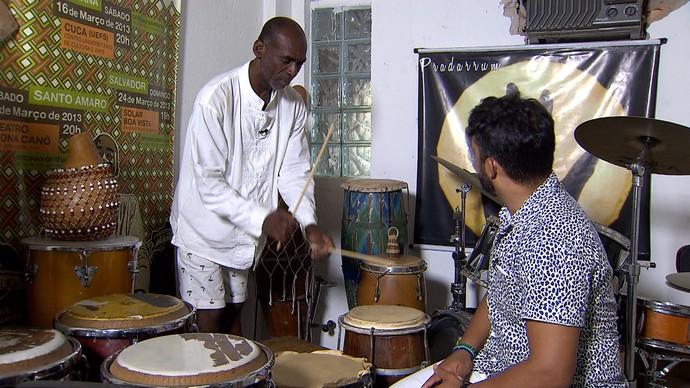 Alabê Gabi Guedes: 'A música traz os orixás para dentro do terreiro' (Foto: TV Bahia)
