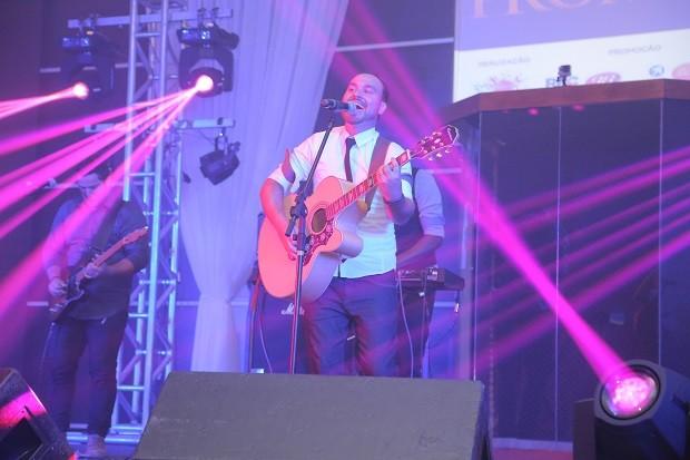 A banda curitibana Unidos Por Um foi a primeira a subir ao palco (Foto: Divulgação/Roberto Gilliard)