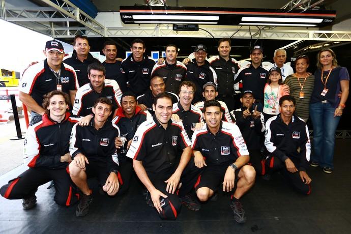 Nonô Figueiredo, família, equipe AMG e patrocinadores - Stock Car Curitiba (Foto: Eduardo Petroni / Divulgação)