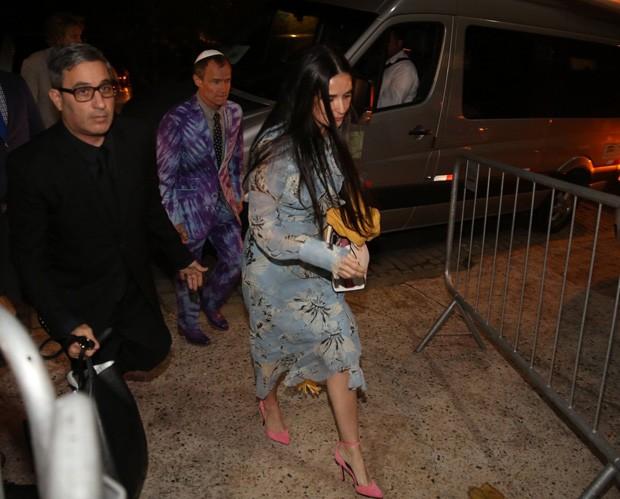Demi Moore chega a casamento vip (Foto: AgNews)
