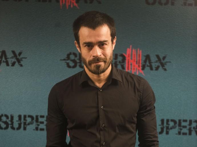 Erom Cordeiro interpreta Sergio, um ex-policial que se envolve com a personagem de Mariana Ximenes (Foto: Globo/Renato Rocha Miranda)