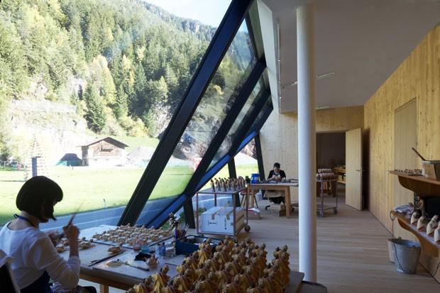 Casa nos alpes italianos tem ângulos hipnotizantes (Foto: Günter Richard, Lukas Schaller e Ulrich Egger/ Divulgação)