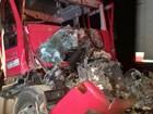 Motorista fica gravemente ferido em acidente entre caminhões no Paraná