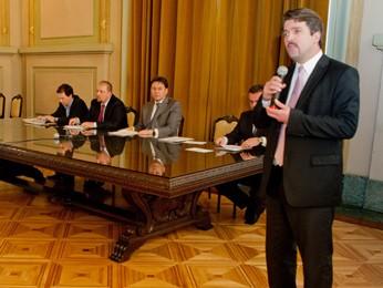 Diretor-presidente do Detran apresenta o CNH Social (Foto: Claudio Fachel, divulgação/Palácio Piratini)