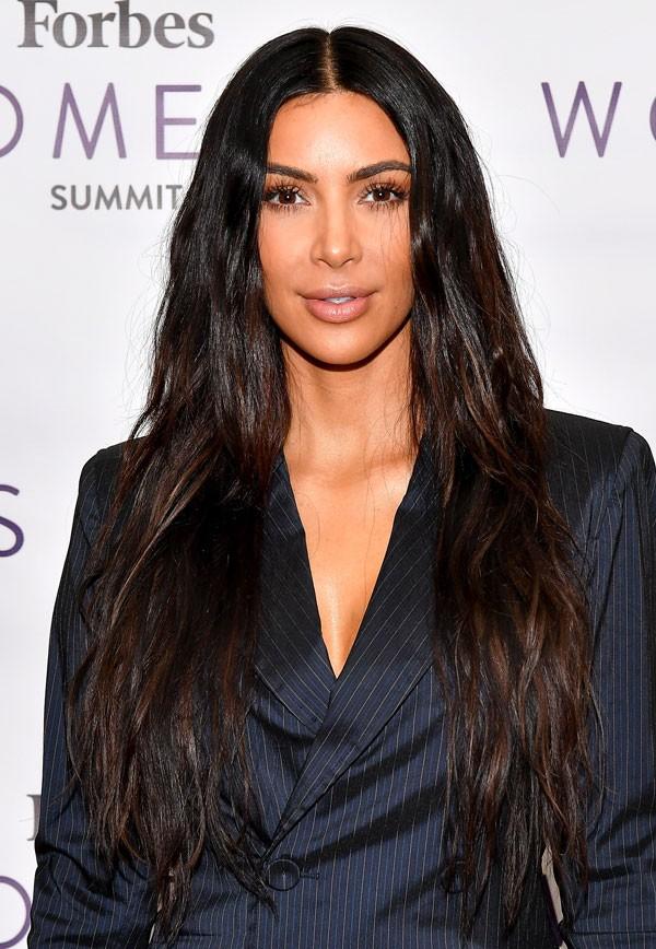 Kim com o cabelo superlongo (Foto: Getty Images)