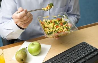 Comer a cada três horas emagrece e ajuda no ganho de massa? Descubra!