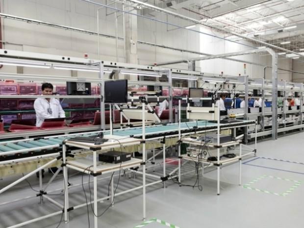 Linha de produção de computadores da Lenovo na fábrica em Itu (Foto: Alessandro Couto/Divulgação/Lenovo)