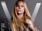 Lady Gaga posa para revista com look cheio de alfinetes