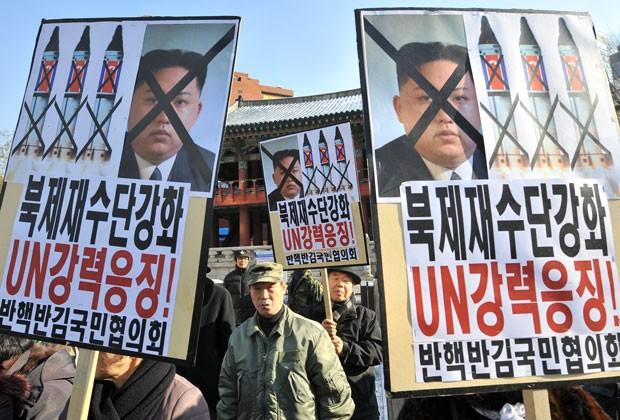 Sul-coreanos fazem protesto contra lançamento de foguete pela Coreia do Norte (Foto: Jung Yeon-Je/AFP)