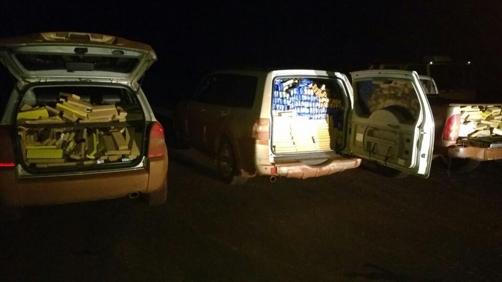 Tabletes de maconha eram transportados em três veículos (Foto: DOF/ Divulgação)