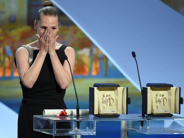 Emmanuelle Bercot recebeu o prêmio de melhor atriz, que dividiu com a americana Rooney Mara (Foto: Anne Christine Pojoulat / APF)