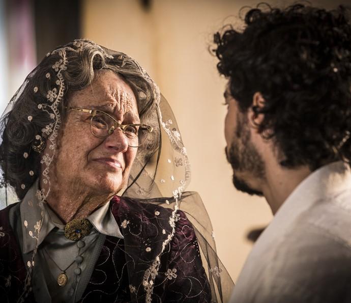 Encarnação se emociona ao rever Martim (Foto: Inácio Moraes/ Gshow)
