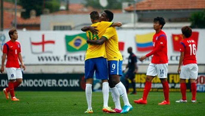 Luan comemora um de seus gols pela seleção (Foto: Magali Ruffato/Divulgação)