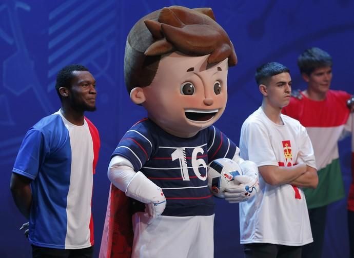 Mascote Super Victor sorteio Eurocopa (Foto: Reuters)