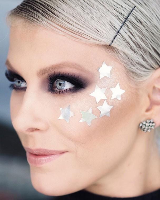 Suelen Johann, maquiadora sênior, ensina como fazer o make desejo pra folia (Foto: Reprodução Instagram)