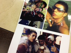 Fotos exibidas pela mãe mostram David antes do acidente (Foto: Lívia Machado/G1)