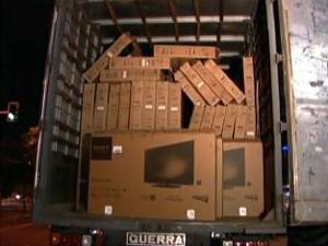 Carga estimada em R$ 1,7 milhões foi roubada em MG (Foto: Reprodução TV Globo)
