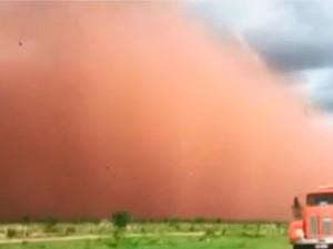 Tempestade de areia impressiona moradores de Barreiras (Foto: Reprodução/TV Bahia)