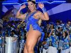 Cinthia Santos quase mostra demais em noite de samba em São Paulo