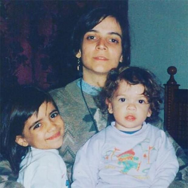 Os irmãos Laura Lobo e Ghilherme Lobo com a mãe, Francine Lobo (Foto: Arquivo pessoal)