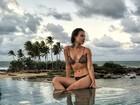Marcela Fetter posa toda poderosa em foto de biquíni na Bahia