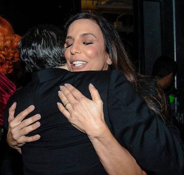 Jarbas Homem de Mello ganha abraço de Ivete Sangalo (Foto: Divulgação)