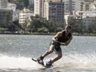 Adrenalina pura! Klebber Toledo faz manobras radicais no wakeboard