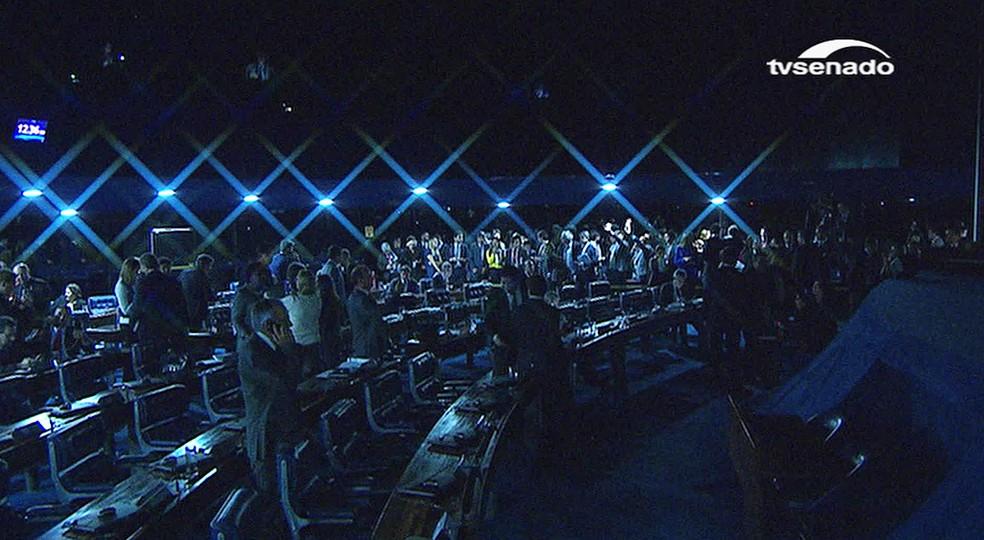 Senado luzes apagadas no plenário (Foto: Reprodução/TV Senado)