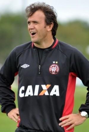 Petkovic, técnico do sub-23 do Atlético-PR (Foto: Site oficial do Atlético-PR/Divulgação)