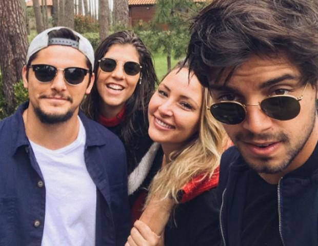 Bruno Gissoni, Rodrigo Simas, Carolina Jacques e Keila Zago (Foto: Reprodução/Instagram)