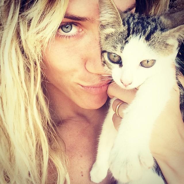 Giovanna Ewbank e gatinho (Foto: Instagram)