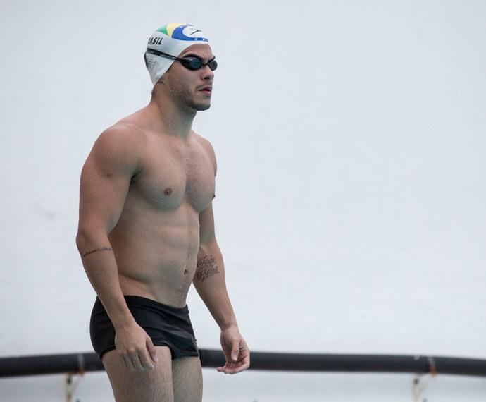 Arthur Aguiar voltou a nadar para manter a forma (Foto: Isabella Pinheiro / Gshow)