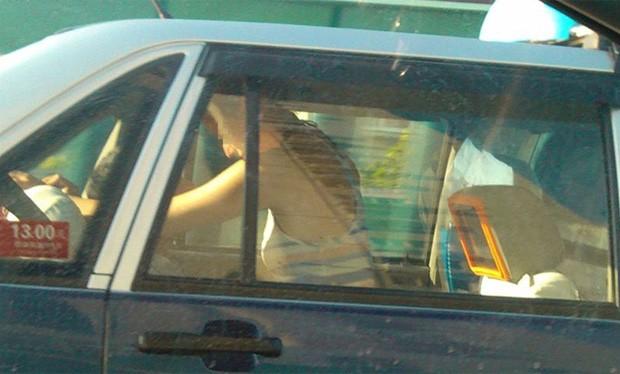 Casal foi flagrado durante ato sexual dentro de táxi em movimento na China (Foto: Reprodução/Weibo/frida1986)