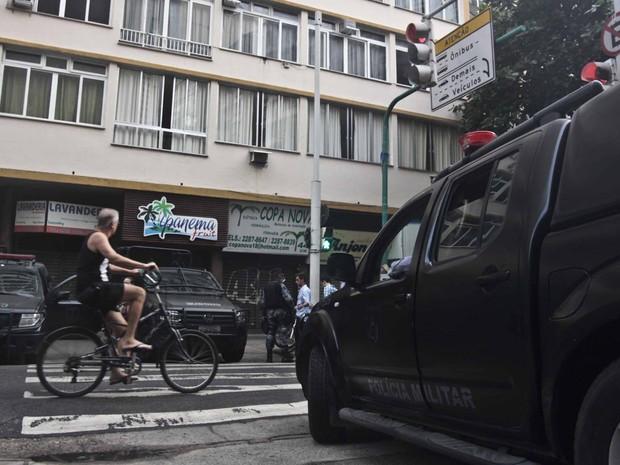 Policiamento é reforçado na comunidade Pavão-Pavãozinho no Rio de Janeiro, RJ, na manhã desta quarta-feira (23), após protesto (Foto: Ariel Subirá/Futura Press)