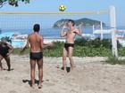 Romário joga futevôlei com Márcio Garcia