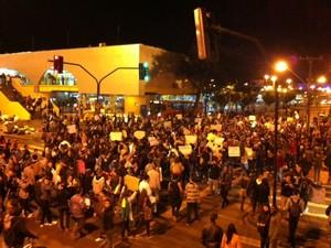 Em Ponta Grossa, protesto pede mais empresas de ônibus (Foto: Flávio Almeida/RPC TV)