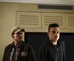Christian Slater e Rami Malek em 'Mr. Robot' | Reprodução