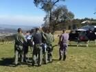 Homem tem ferimentos graves após cair de paraglider em São Pedro, SP