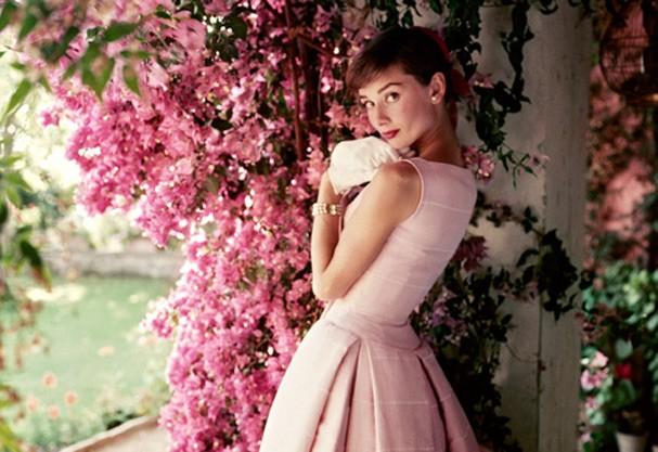 Audrey Hepburn pra Glamour americana em 1955 (Foto: Norman Parkinson / Divulgação )