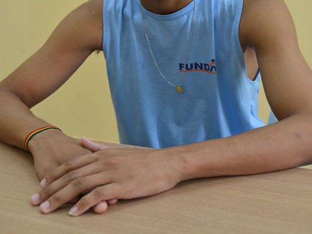 Adolescente de 17 anos levava surra de mangueira do pai (Foto: Krystine Carneiro/G1)