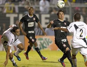 Willian, Ponte Preta x Corinthians (Foto: Daniel Augusto Jr / Agência Estado)