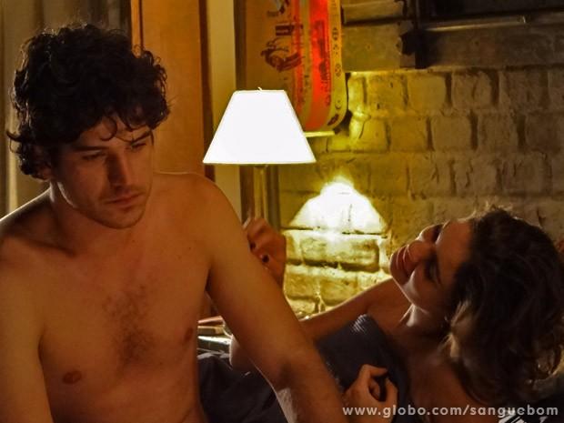 Bento dá prazo de uma semana para it-girl assumir namoro com ele (Foto: Sangue Bom/ TV Globo)