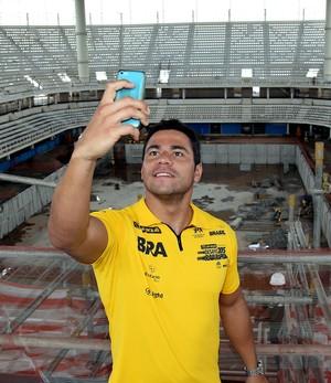 Raia Rápida visita atletas piscina olímpica - Felipe França (Foto: Satiro Sodré / SSPress)