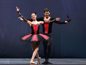 Grand Pax de Duex Sênior - Cia Petite Dance (Foto: Nilson Bastian/Festival de Dança de Joinville)