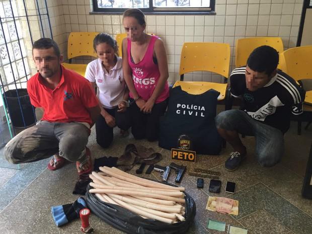 Quatro pessoas foram presas na ação (Foto: Divulgação/Polícia Civil)