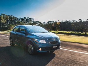 Chevrolet Onix ganha transmissão automática de seis velocidades (Foto: Divulgação)