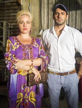 Karine Teles e João Baldasserini estão de volta à novela A Regra do Jogo (Foto: Globo/João Miguel Júnior)